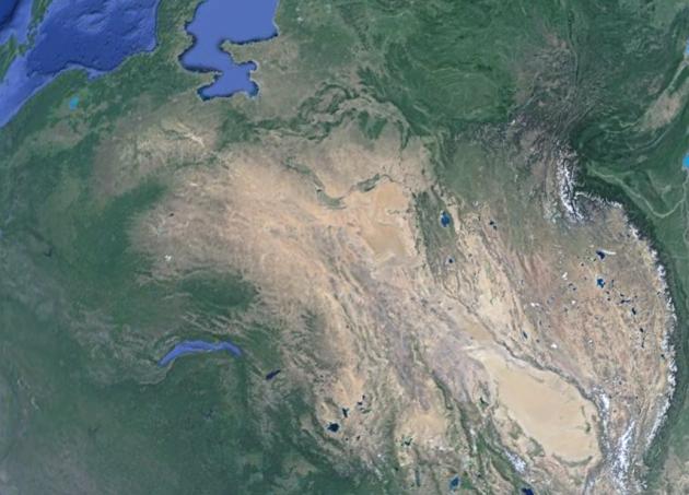 На поверхности Евразии хорошо просматривается потянутый материк и разрыв Гималаи